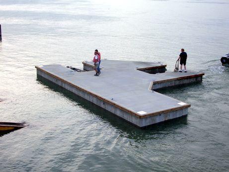 Small Floating Marina Multiangle Piece