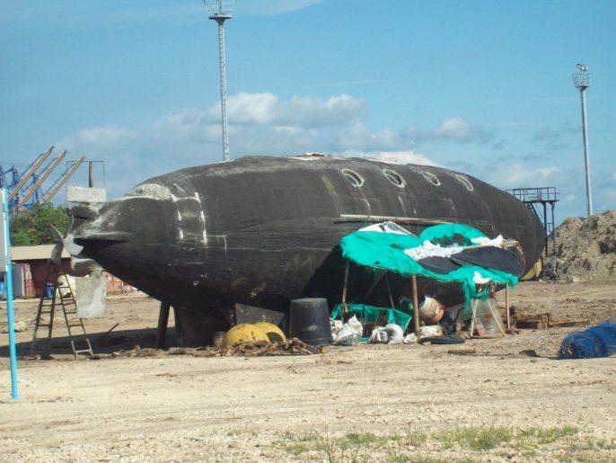 submarine%20yacht%20shadow%20roof.jpg